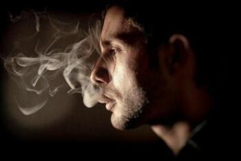 吸烟与新型肺炎